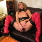 A friens of my husband want show me, how I use my new dildo