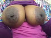 Those nipples tho!!😋 Those titties bigggg!!