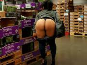 She was hot in the cold box so she pulled her pants down for some fresh air... and per my reqest... what would you do if you saw that big round ass exposed in your local vegetable cold box?