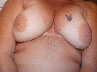 We would love to share those sexy titties, hehe