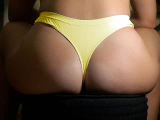 there's only one thing wrong with this picture, we're not there to help take those sexy panties off your gorgeous bum !