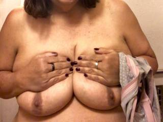 12/9/19 Does any man want to suck on my nipples to warm me up pretty please ??