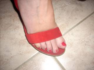 Those toes and heels need to be covered in my cum.