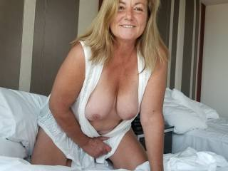 Just wondering if anyone would like a NICE SLOW TIT FUCK 😉😉😉 Let me know 😘😘😘