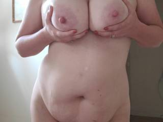 Showing the sexy after shower tits