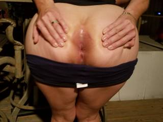 Visiting some friends and asked her to show my Buddy her ass while his wife was inside getting drinks.
