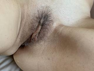 Who wants to stick their tongue on her clit and into her awesome pussy?