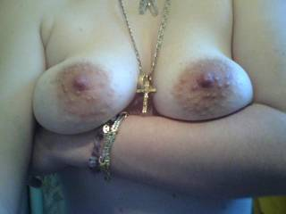 mmmm, very suckable nipples ! i would love to fuck u'r hot tist too and cum all over them !