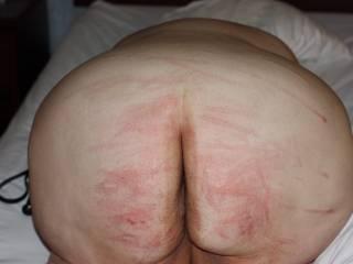 Fuck,.. I'd love to rub my nut-cream all over your beautifully spanked azz.. So hot..