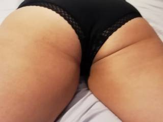 She doesn\'t like her bum, what do you think of it?