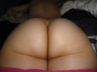 now thats a fat juicy ass that i would love to hit