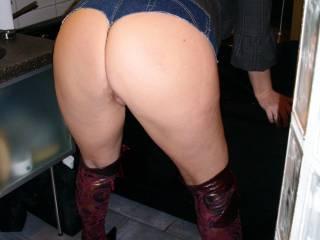 My Arse in my shortest Jeans ever this Jeans is very very short you can see all my Big Butt Ass Cheeks and my swollen Pussy !!  Meine kürzeste geilste Fickjeans zeigt alles meinen strammen drallen Fickarsch und meine Votze !!  GG Angelique