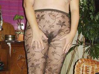 this is so sexy - would love to lick you through the nylon. get you hard and make you cum through those lovely tights.