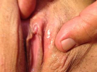What a very beautiful pussy Can i get a taste ?