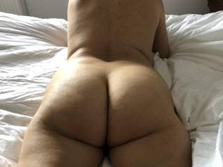 showing my ass to hubby !!!!!