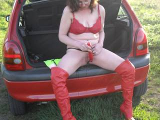I'D LOVE TOO.............YES, I SEE THE SQUIRT DRIPPING DOWN THE BUMPER......