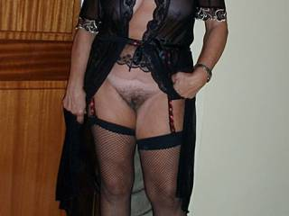 WOW, gorgeous, sexy, sensual, erotic !! what a magnificent mature body !!