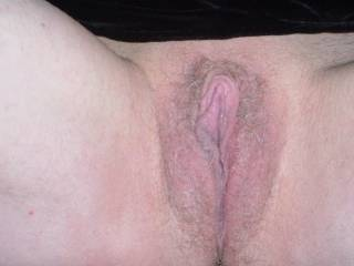 Nice sweet wet pussy! would love to give u a hot load deep in there