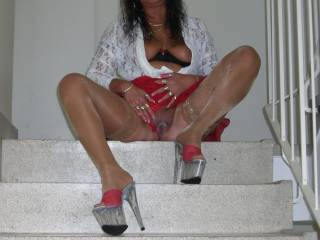 you are so sexy women i like to cum very hard over you sexy