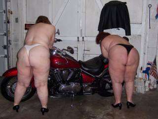 Dam nice what two fantastic big sexy white asses mmmmmmm
