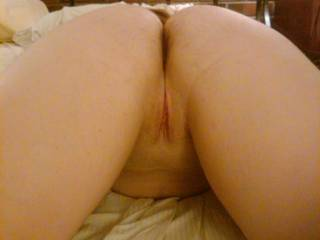 I`d love to taste that delicious ass and pussy
