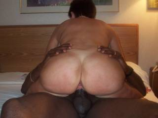 Wow that ass of hers! I bet her ass bouncing up and down and her pussy squirting was just amazing!!