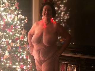 OH HELL YES! Now this is a holiday pic that I love to see,beautiful woman with a very beautiful body,my kind of body,love it,happy holidays to you and yours,  hottie!!