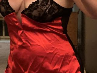 Teasing me with lingerie pics while I\'m out of town. (1)