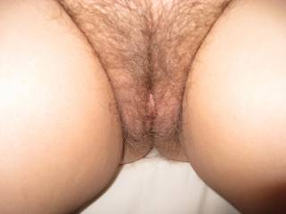 What a gorgeous hairy cunt I would love to spread those lips and give her clit a good sucking and feel my tongue sliding deep inside her
