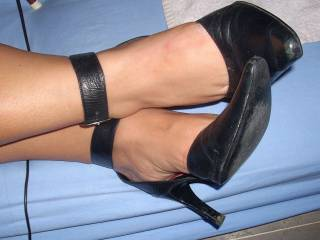 very beautiful and sexy feet and heels!!