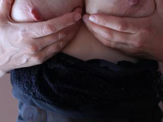 I'd love to put my hands on your beautiful tits mmm