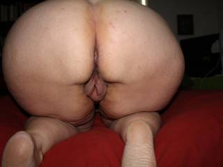 Nice big beautiful ass! I want to suck your pussy!