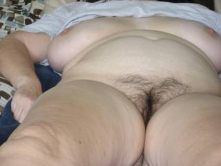 I really love that hairy pussy,and body,yum yum!!!!!!!