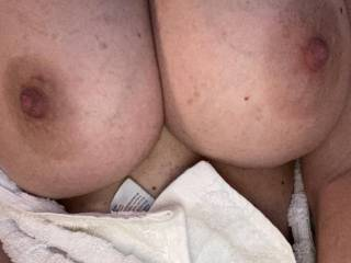 Damn her big tits need to be sucked and fucked