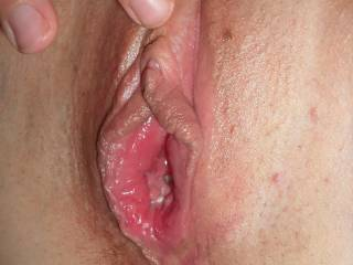 Great close-up pic of your bot juicy pussy, babe, would SO LOVE to lick you!!!