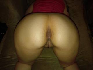 Yummy looking ass that looks perfect for DP... I want to try her asshole