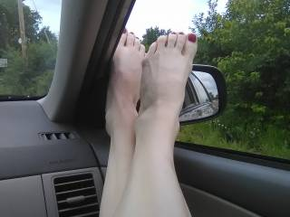 my feet get hot. and showing off without appearing to b is so hot to my hubby
