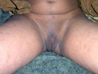 wow ..... my tongue is very nervous and wants to work in this amazing pussy. looks very tasty.