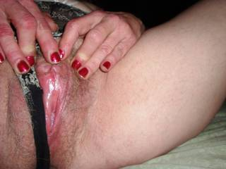 I love that big clit. Just looking at it makes me hard. Would love to play with it (with my tongue).