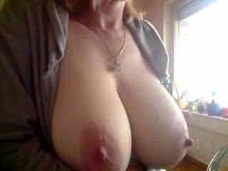 Alway wanted to to cum over face and tits while you were kissing and sucking your nipples. Wow very nice suckable nipples there