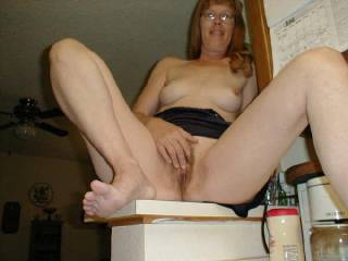 luv the pussy n feet pics....mmmm what a pretty lady