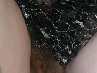 Love that mature hairy pussy!!   Love to bury my face in her and tongue deep inside and taste her sex!!