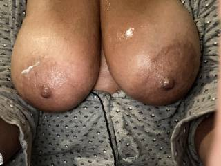Big tits of an older lady. Coconut cream makes for a nice slow titty fuck! Who wants to put some gravy on the turkey ??