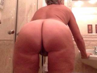 My new 60 y/o girlfriend loves to pose for me in daily base..... Keeps me horny.