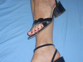 Very sexy!!! I'd love to cum all over those feet!!!
