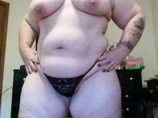 I love extra thick girls , just love those big udders, strong arms, big soft natural belly, prominent pussy mound and massive thighs...would love to breed you !