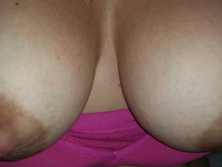 hi all, so good to be back after our little one, hope your enjoying my big milky tits too !