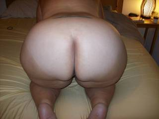 Nice round ass! Ready to ride. Woluld love to see tribute photos!!!