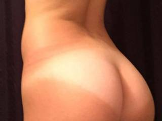 Mmm nice ass and I'd love to shoot my thick mature load over your ass n back 😜💦