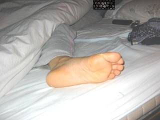 I would love to suck those toes! mmmmmmmmmmmmmm sexy feet
